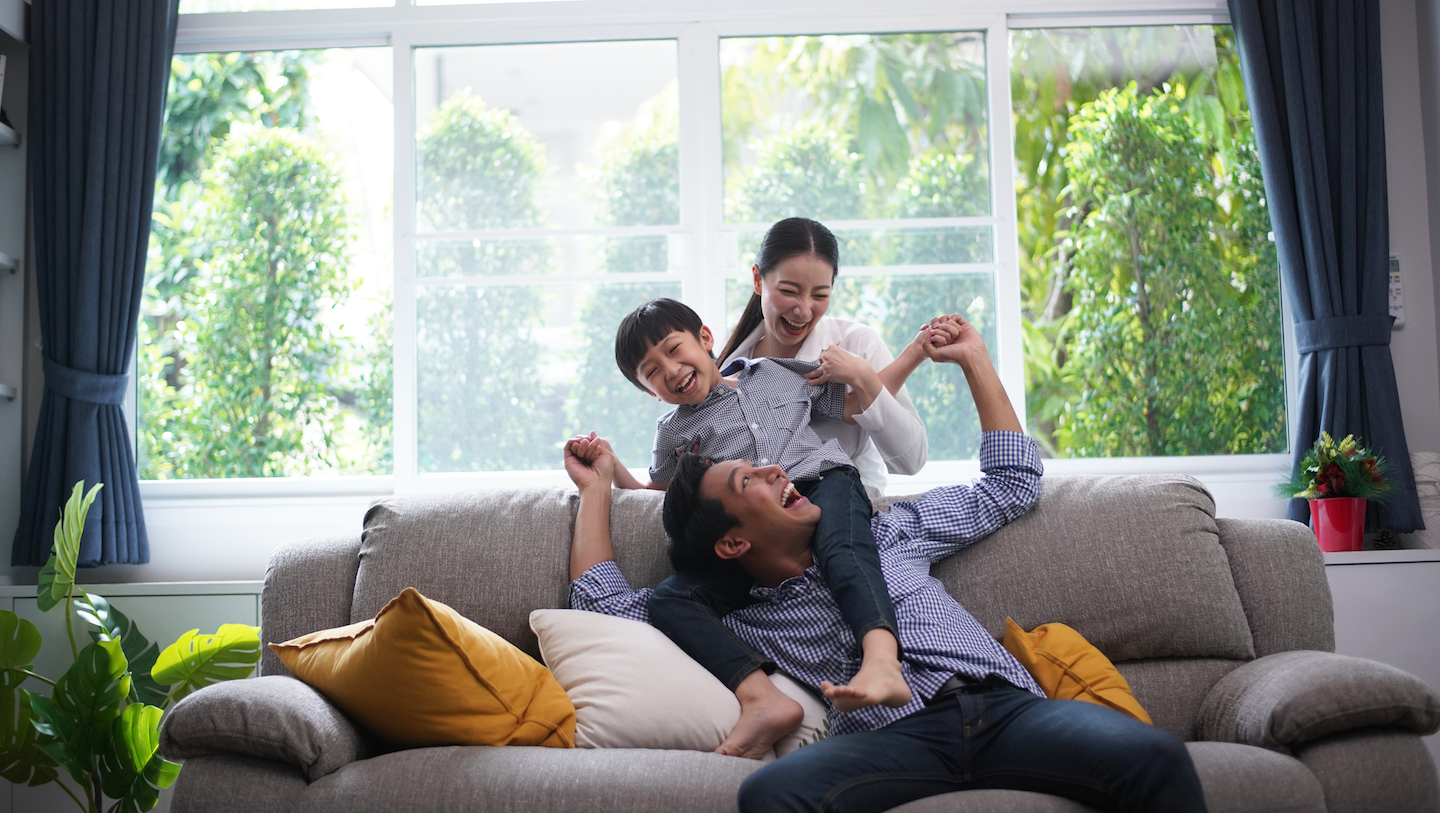 young-family-smiling-plenti-personal-loan-customers