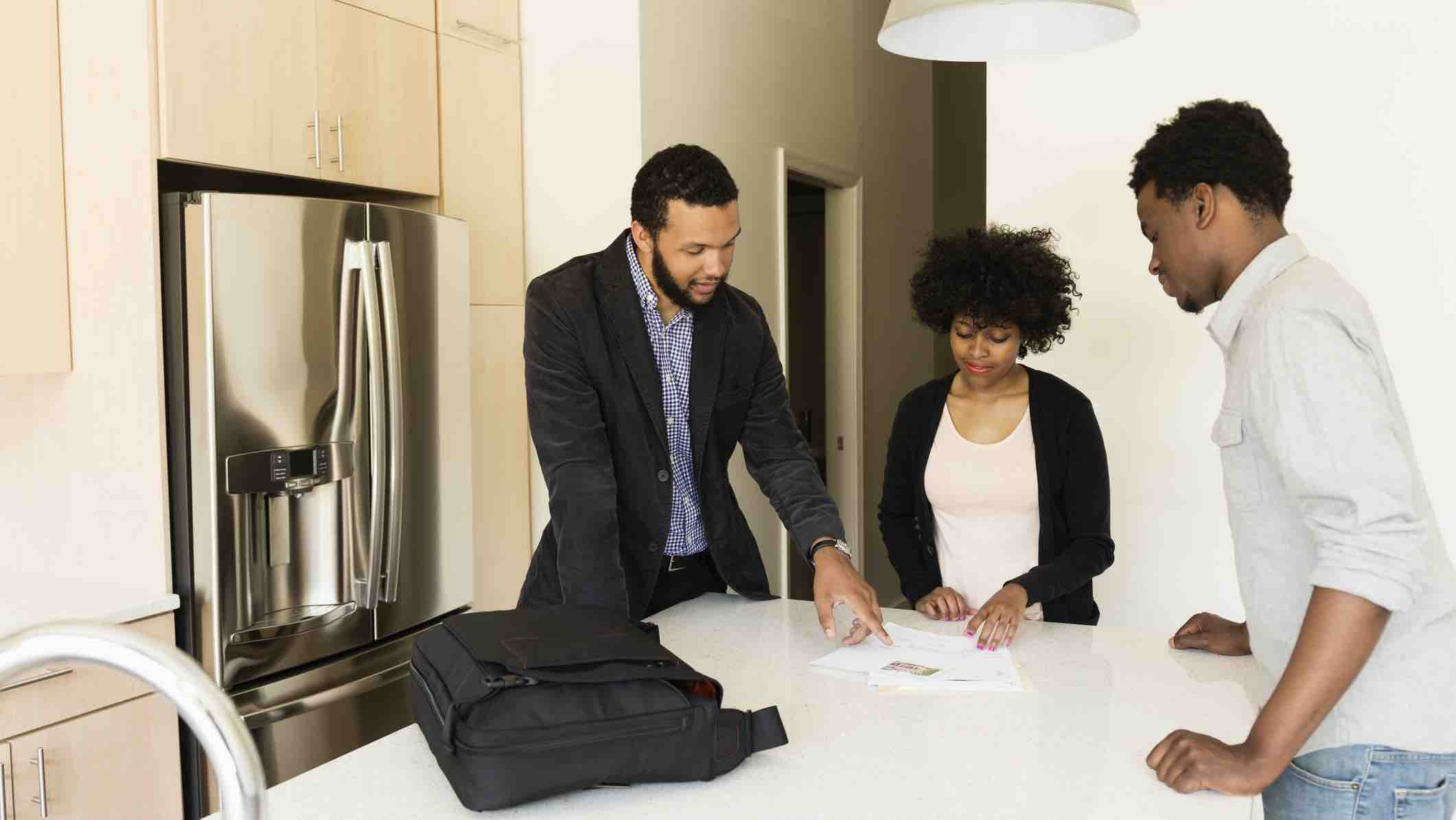 Couple in a new house taking out a home loan without LMI