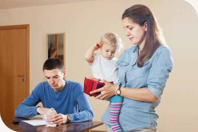 <p>6 bad financial habits you're accidently teaching your kids</p>